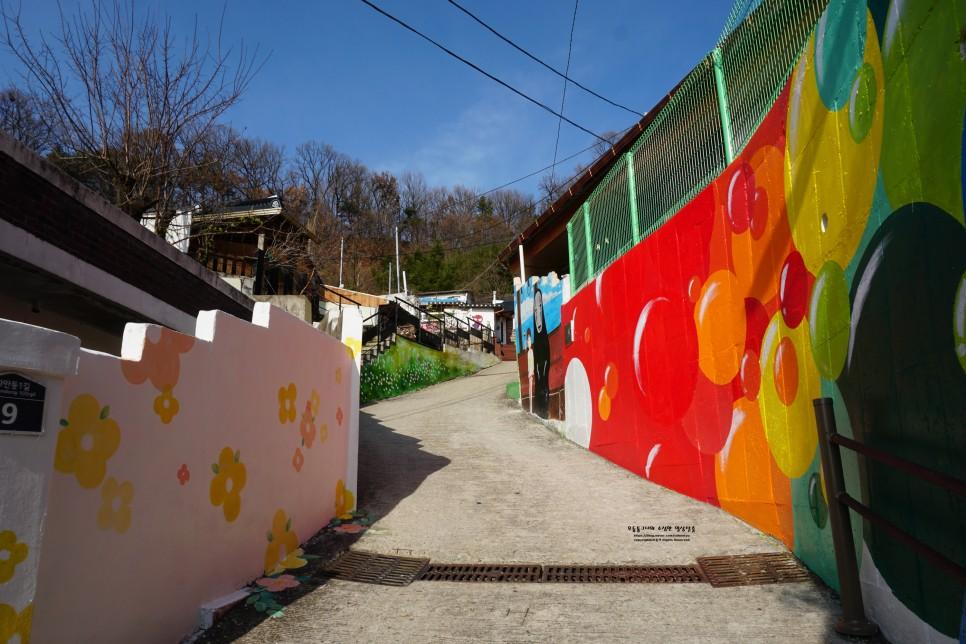 Con đường đầy màu sắc ở Làng bích họa Jaman