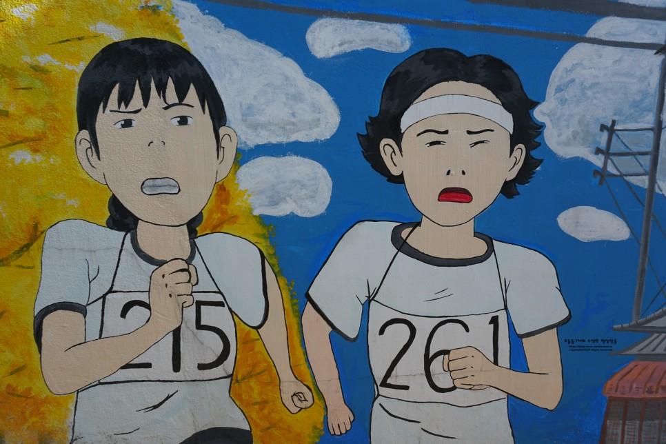 Bức tranh vẽ những cô gái chạy marathon