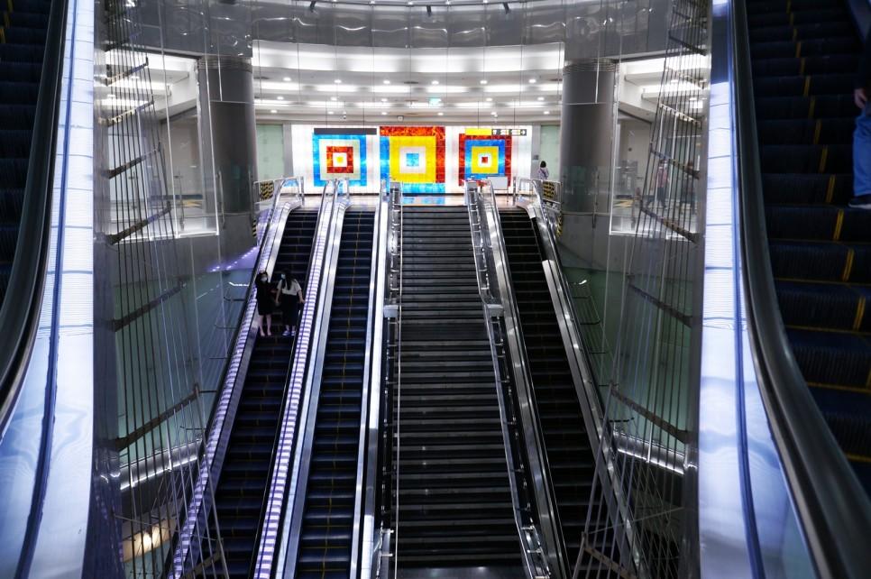 Từ tầng hầm thứ 4, có các triển lãm về chủ đề ánh sáng, rừng cung cấp các góc nhìn trải nghiệm cực kì đặc biệt