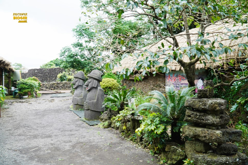 Làng dân gian Jeju Seongeup với những ngôi nhà tranh ấn tượng