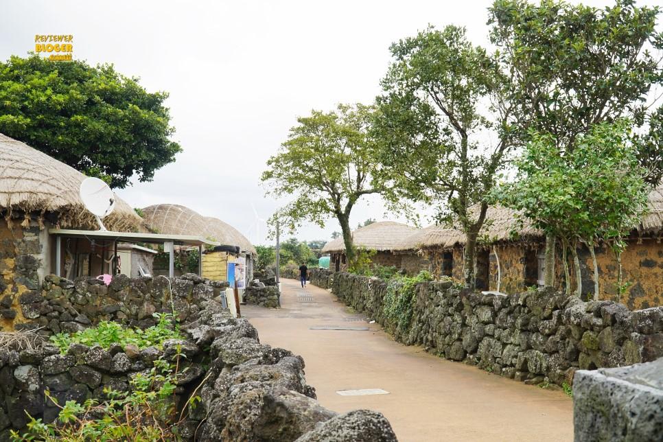nơi này rất hấp dẫn vì nó vẫn giữ được dáng vẻ xưa cũ và có cảm giác rất Jeju