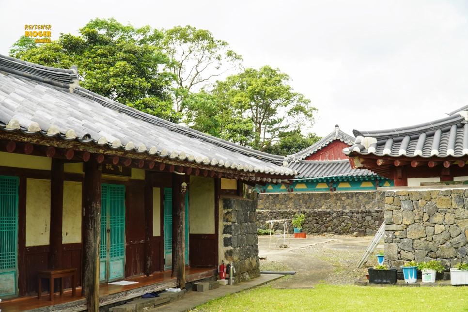 Làng dân gian Seongeup của Jeju được bảo quản rất tốt