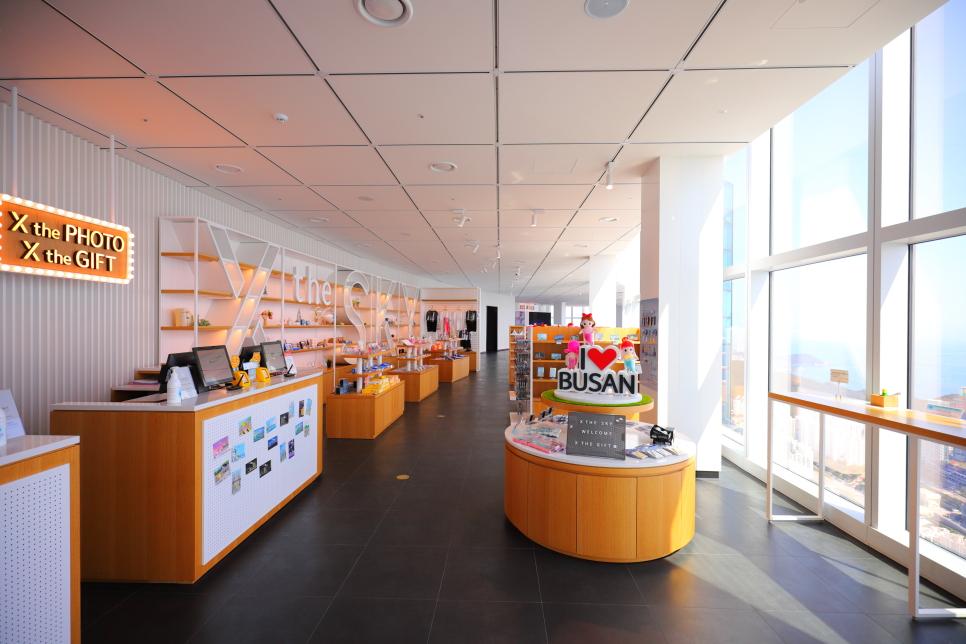 cửa hàng quà tặng lưu niệm ở tầng 98 Busan X the sky